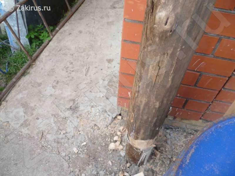 установка столбов в трубу с бетоном