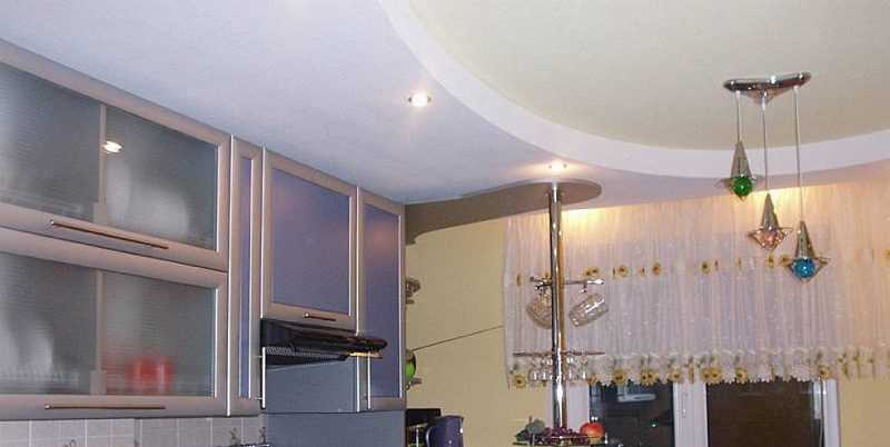 ремонт кухни-потолок из гипсокартона с изгибом двухуровневый